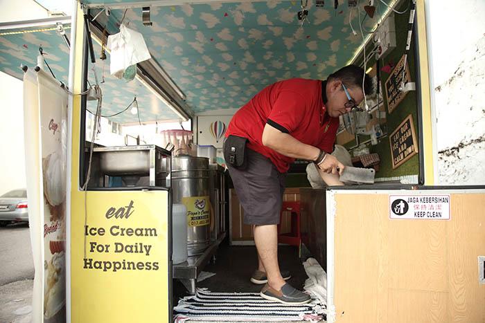 穿梭在城市街角的流動餐車 – 爸爸的椰子雪糕